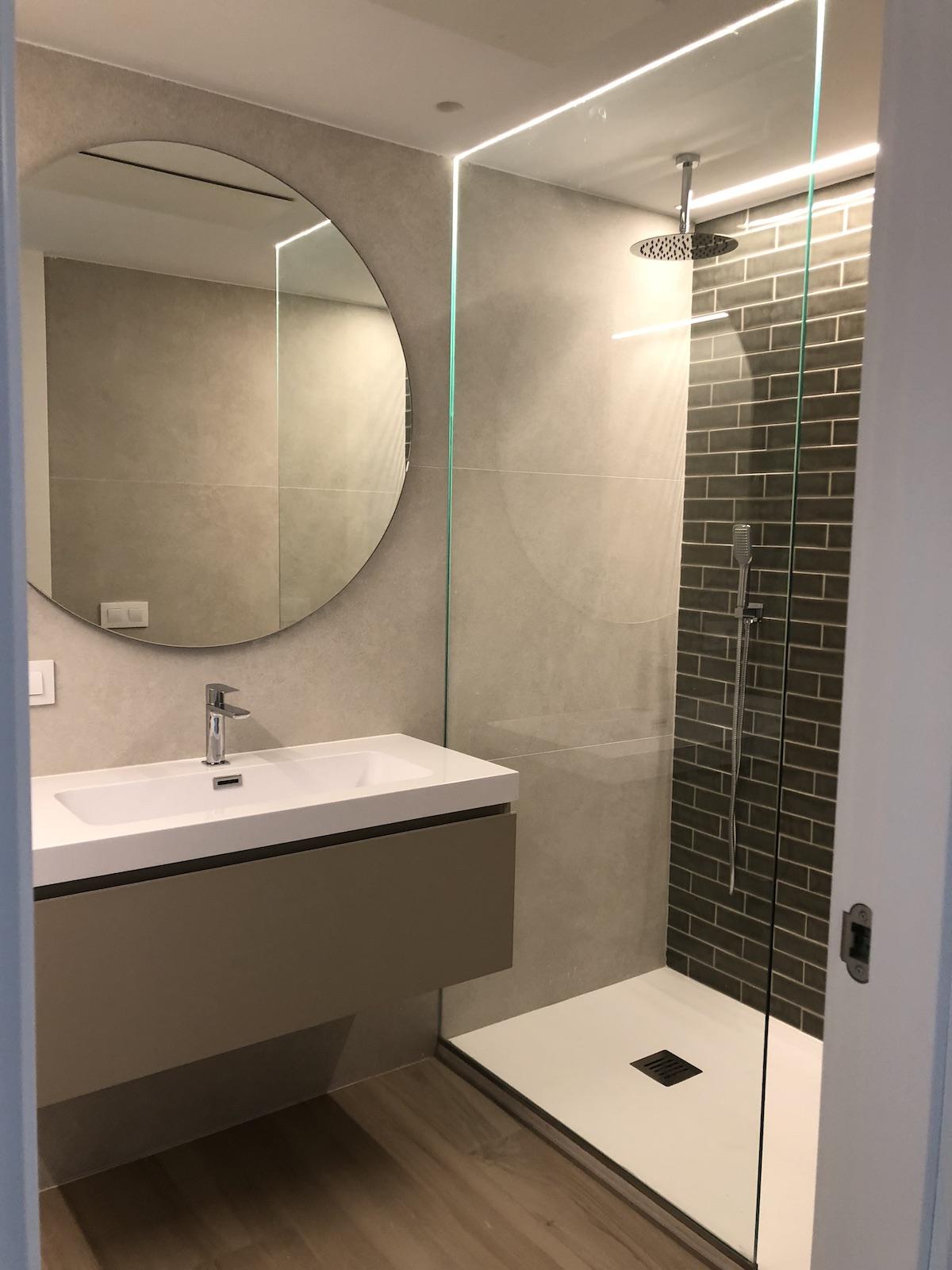Reforma baño apartamento playa
